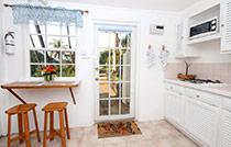 downstair kitchen bar2