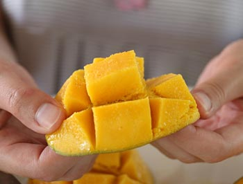 How to Properly Cut a Mango