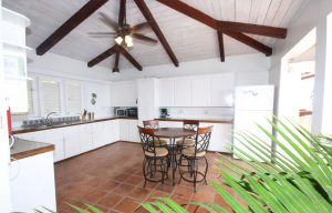private villa fully equipped kitchen